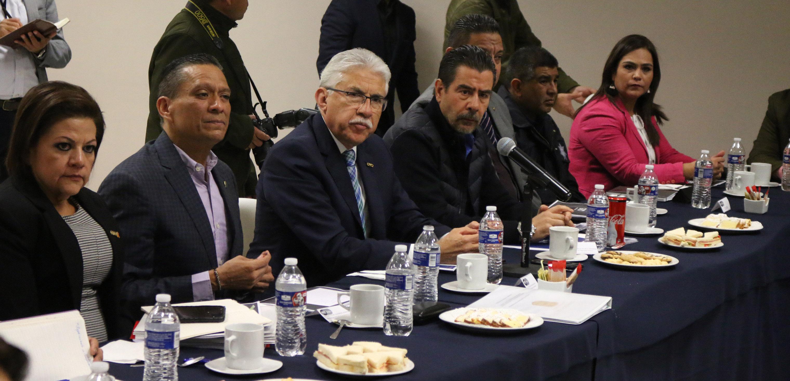 Fotografía Especial de la reunión de Luis Felipe Guerrero con autoridades estatales y municipales para dar seguimiento al convenio