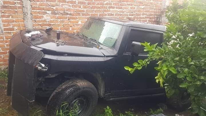 """En Yuriria, entre los decomisos hubo una camioneta """"hechiza""""."""