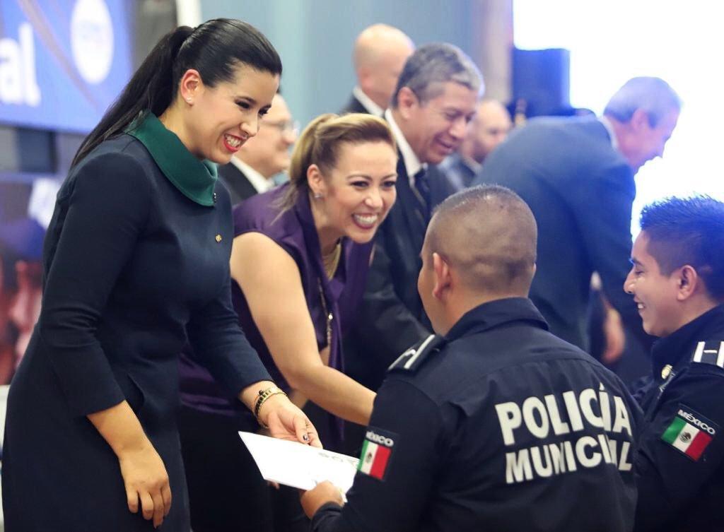La vocera Sophia Huett y la senadora Alejandra Reynoso. Foto: especial